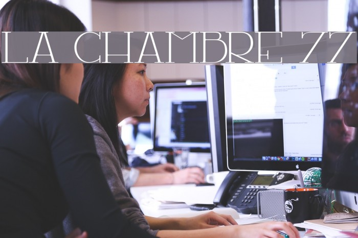 LA CHAMBRE 77 Шрифта examples