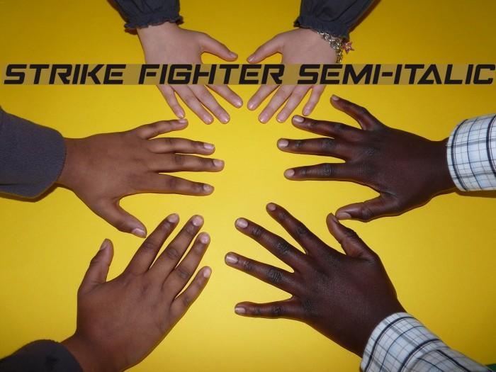 Strike Fighter Semi-Italic Schriftart examples